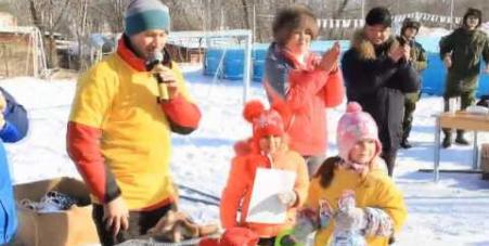 Embedded thumbnail for Семейный хоккейный фестиваль «Люблю папу, маму и хоккей», село Яковлевка, 24 декабря 2016 года